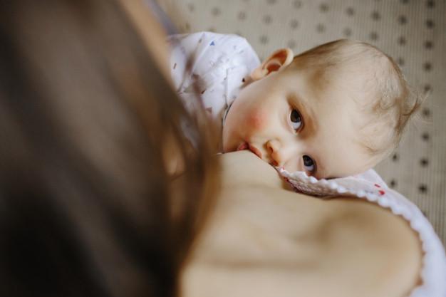 A vajúdás és szülés alatt használt gyógyszerek, beavatkozások hatása a szoptatásra